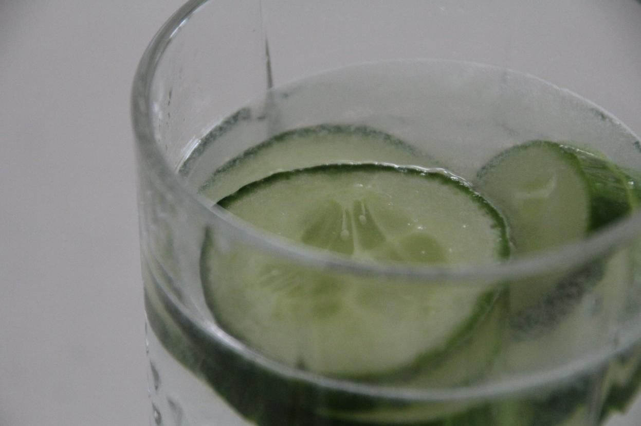 Zitronen-Gurken-Wasser