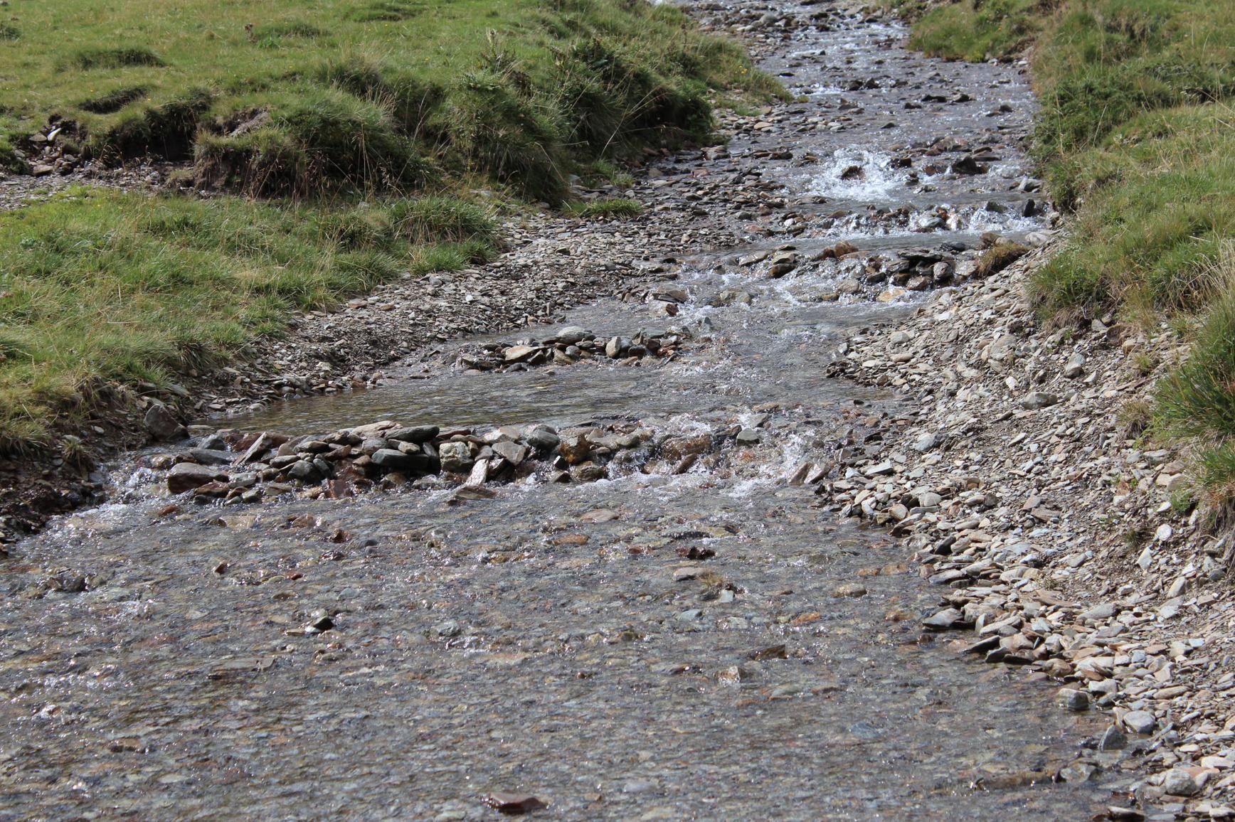15 Bach Bergsee klares frisches Wasser