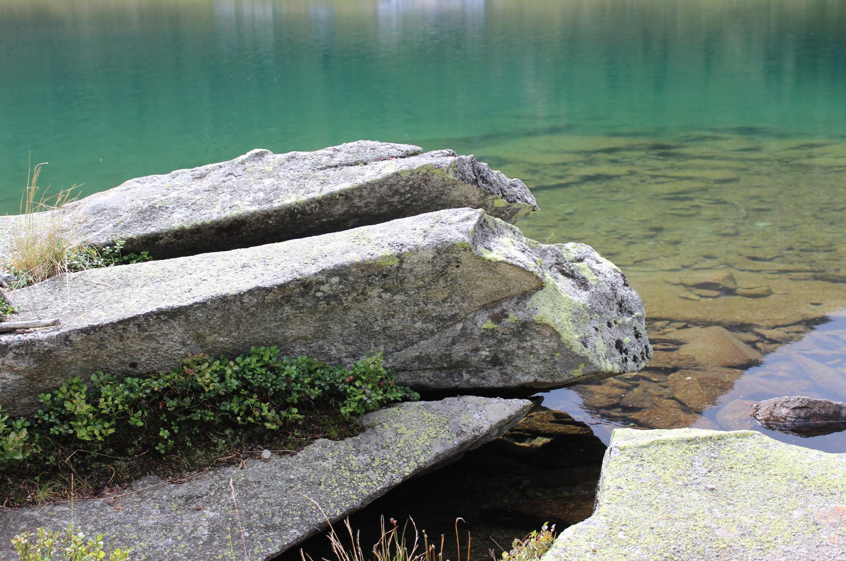 22 Natur Stein Wasser Bergsee
