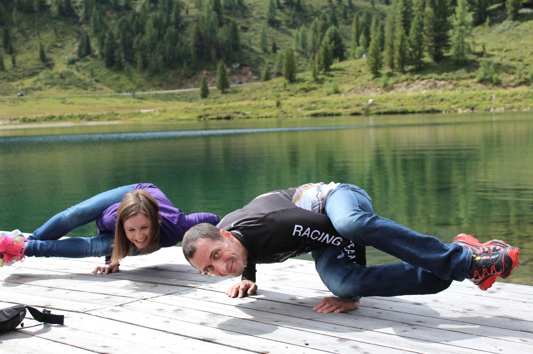 25 Yoga für zwei Spaß am Wasser