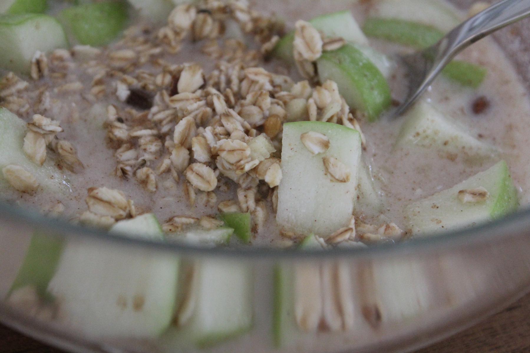 1 Haferflocken Frühstück grüner Apfel Mandelmilch Zimt Herbstessen