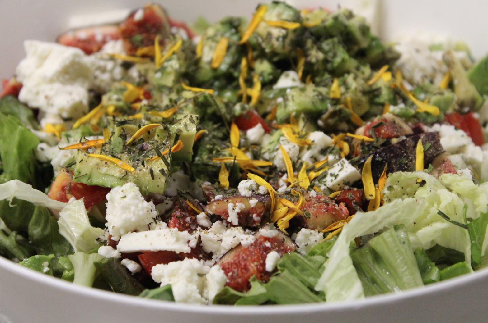 28 Bunter Salat Feigen Feta Ringelblume Blattsalat Chinakohl Tomaten Kartoffeln