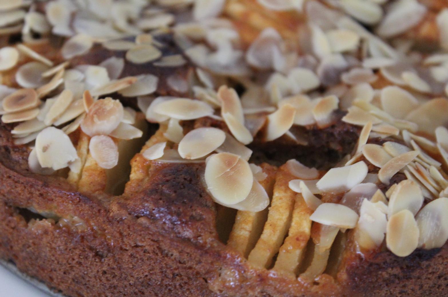 8 Dinkelkuchen mit Apfel und Mandeln