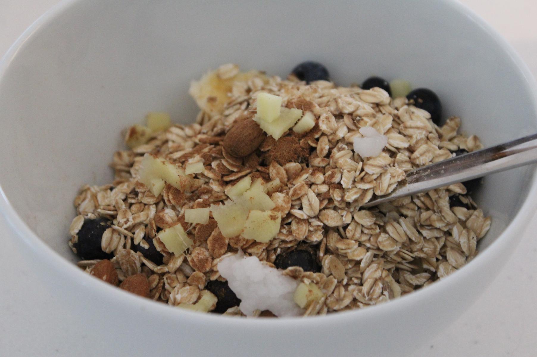 9 Frühstücksmüsli mit Ingwer Zimt Dattel Kokosöl Haferflocken Bio Herbst