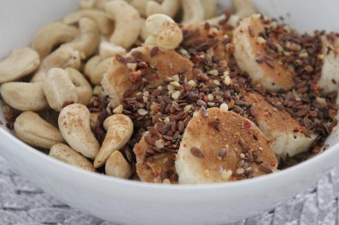 19 Frühstück Cashewkerne Banane Topping Zimt vegan