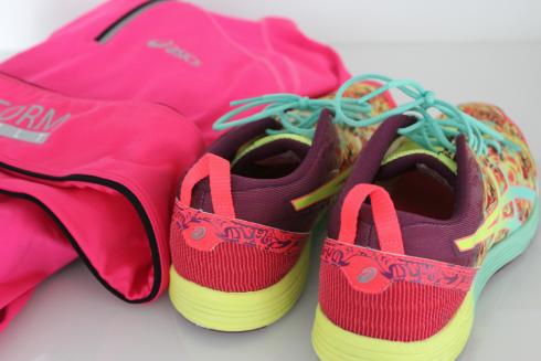26 Bereit zum Laufen Formbelt ASICS Laufschuhe pink