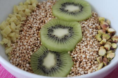 13 Frühstück mit Quinoa und Kiwi