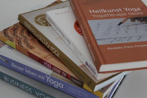 16 lesenswerte Yogabücher