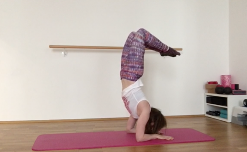 18 Unterarmstand Yoga