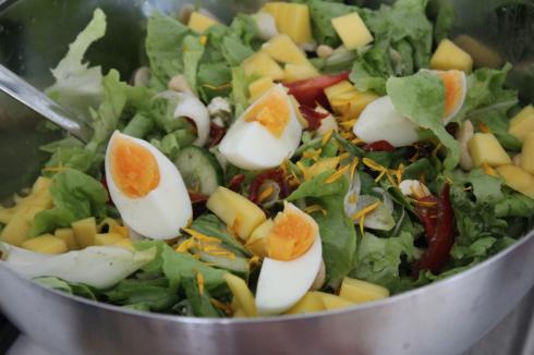 6 Salat mit Ei und Mango
