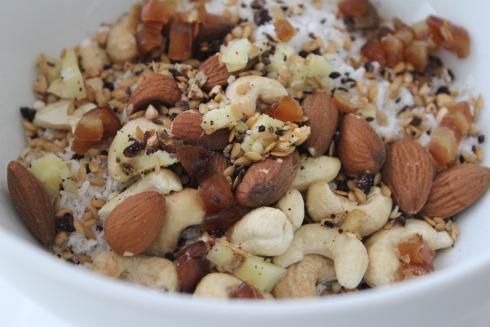 1 Gesund essen Mandeln Cashews Datteln Ingwer Kokos Mix