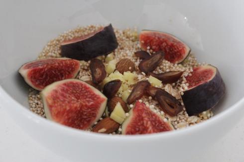 2-fruehstueck-mit-feigen-ingwer-datteln-zimt-amarant