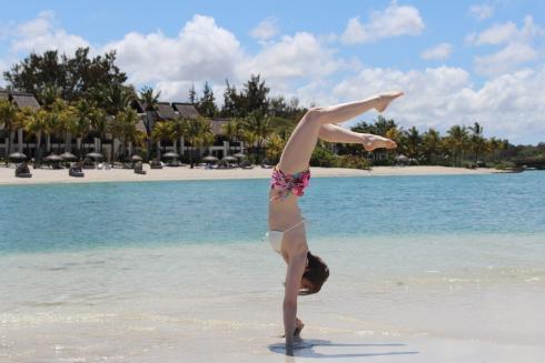 3-handstand-im-paradies