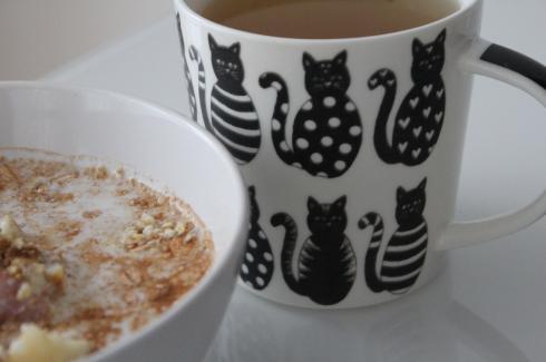 12 Frühstück mit Mandelmilch und grünem Tee