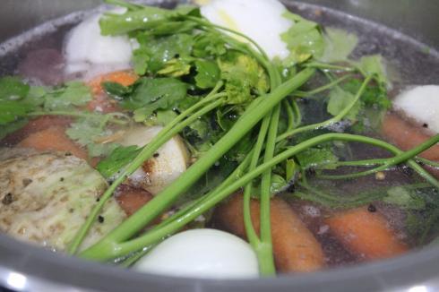 16 Knochenbrühe Rind mit Gemüse