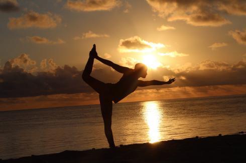 5-bow-good-morning-yoga-on-the-beach