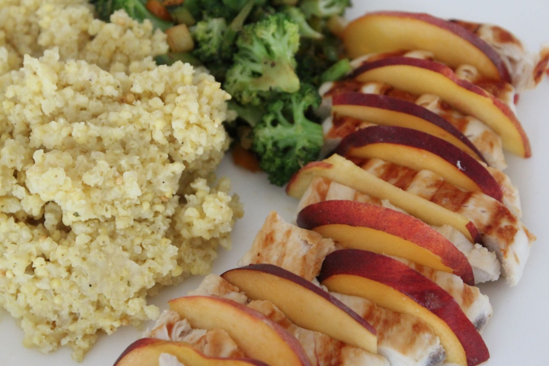 Gesund essen Hirse Brokkoli Huhn bio