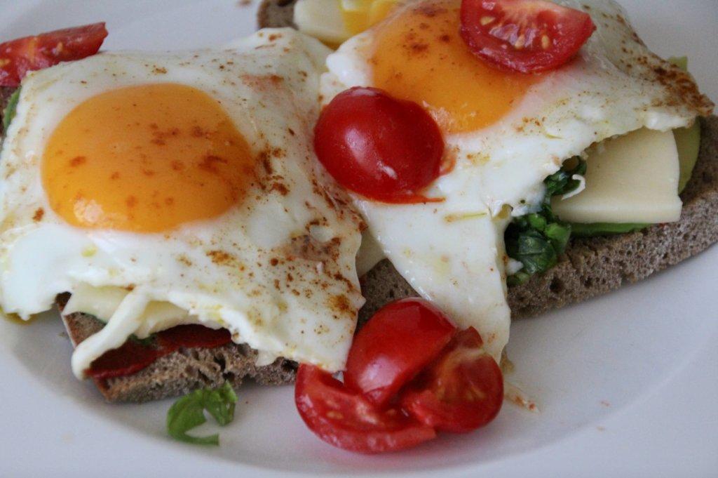 Wochenende Frühstück Eier Avocado Brot