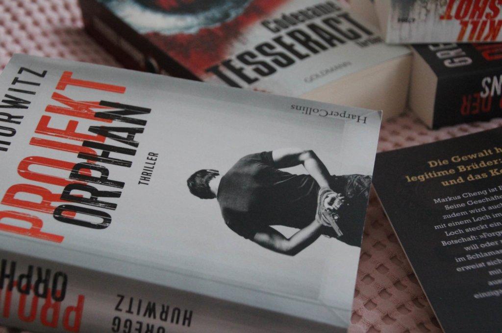 Tesseract Orphan Buch Thriller